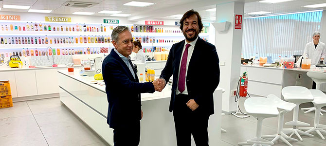 El consejero de Empleo destaca la apuesta por la innovación de AMC Natural Drinks